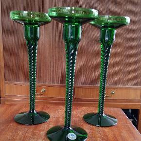 Holmegaard Amager lysestager, designet af Jacob E. Bang i 1955. Højde 22 cm.  Prisen er pr. stk., og vi har 3 af de grønne til salg.