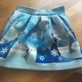 Super fin nederdel. Kun brugt få gange.  Fra røgfrit hjem. Afhentes i andrup, 6705