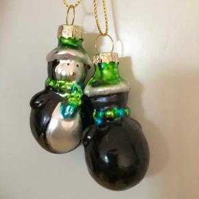 Julekugler  3 stk juletræspynt formet som pingviner.  Højde ca. 5,5 cm  Sælges samlet for 45 kr. + evt. porto.  Kan afhentes på Frederiksberg.
