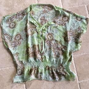 Mønsteret t-shirt skjorte i lækkert blødt stof str. S/M (oversize) 👚