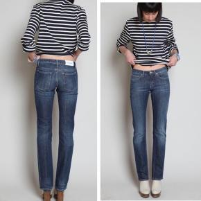 Acne jeans Str 29/34 Farven er som på billede 2 & 3 Skriv for flere billeder/info