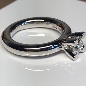 14 karats hvidguld fra Birgitte Munch med en 0,61 ct Crystal VS brilliant  Ringstørrelse 51 Værdi 53500kr