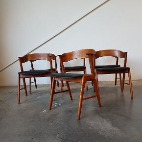 6 x spisebordsstole i teak. Model 32, design af Kai Kristiansen. Står nypolstret i sort læder. Få brugsspor.  Samlet pris 14400,-  Se evt mine andre annoncer for mere dansk design. Levering på strækningen Århus-KBH, samt hele Fyn.  Teaktræ. Vintage. Retro. Armstol