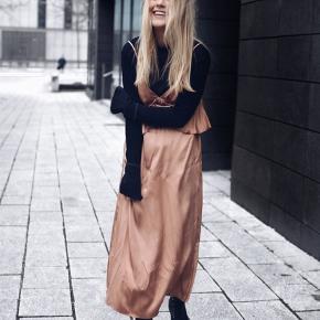 H&M slip dress med justerbar stropper.