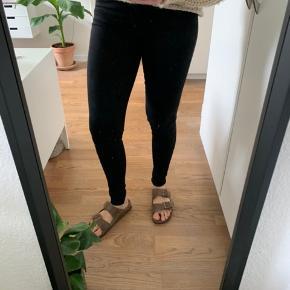 Sort only jeans i str xsX32. Aldrig brugt
