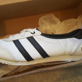 Brand: GOLDDIGA Varetype: HELT NYE GOLDDIGGA  sneakers SOMMER sko Størrelse: 37/38 Farve: se  Ubrugt og original ÆSKE