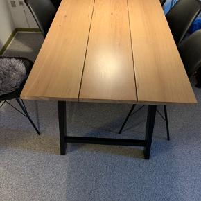 Længde: 190cm  Bredde: 90Cm  Højde: 75 cm Kan afhentes i Odense C
