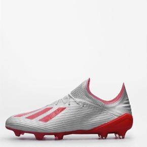 Nye fodboldstøvler brugt et par gange  Nypris 1700  Mp 500  Adidas x 19.1