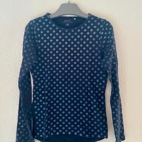 Bluse 134-140  - fast pris -køb 4 annoncer og den billigste er gratis - kan afhentes på Mimersgade 111 - sender gerne hvis du betaler Porto - mødes ikke andre steder - bytter ikke