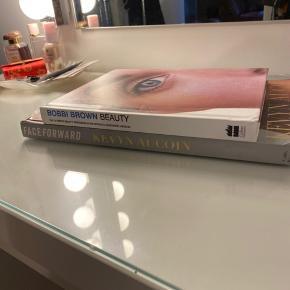 BOBBI BROWN BEAUTY coffee table bog. Rigtig god stand med massere af billeder og tutorials.