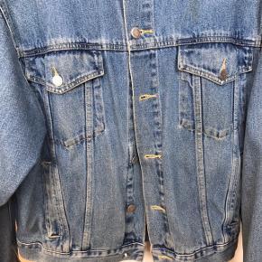 Fed vintage jakke - perfekt stand udover en lille plet på ryggen. Den er købt for 500,-
