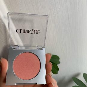 Clinique blush i farven precious posy   Aldrig brugt og stadig med plastik på