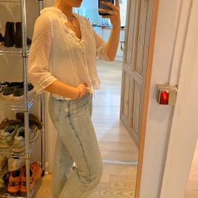 Sød og let sommerbluse fra Zara.  Byd😁