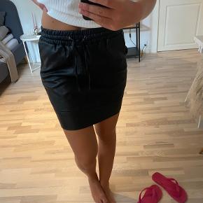 Milla nederdel