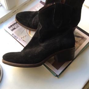 Helt nye ruskinds støvler