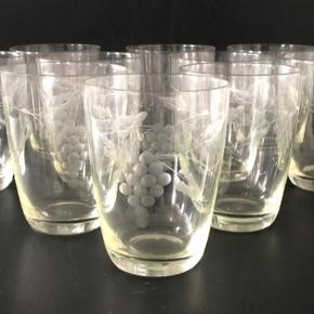12 stk. Holmegaard Tåsinge drue øl/vand glas i fin stand, uden afslag eller andre fejl.  H 10,5 cm.