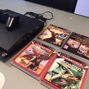Sælger min PlayStation 3 med spillene UNCHARTEE 1-3, God of War 1-3, Fallout 3, Bioshock og Batman Arkham City. Der er et joystick med, men der mangler opladningskablet til denne. Kom gerne med bud :)