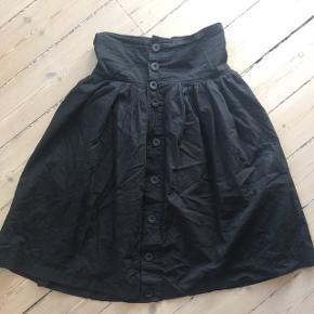 Virkelig smuk nederdel fra Numph i vintage look.