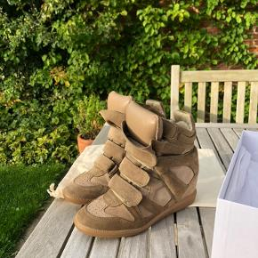 Bekett sneakers fra Isabel Marant Étoile🦋  Str. 38, passer fint i størrelsen.   Skoen er brugt, men er i rigtig god stand💞