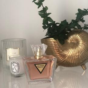 """Aldrig brugt """"seductive"""" parfume fra Guess. 70 ml.   Bytter ikke. Mindsteprisen er sat i annoncen."""