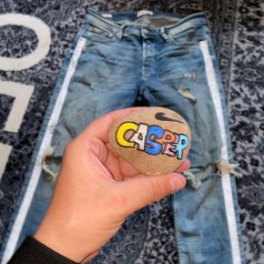 Beskrivelse: Super rå og stilfulde jeans.  Informationer📝  Model/mærke: Jack & Jones👖  Størrelse: 33/30📏  Stand: 8✨
