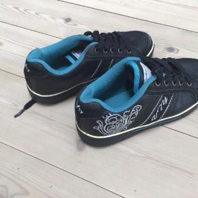 Vty sko med sølvmønstre kun prøvet på fremstår som nye
