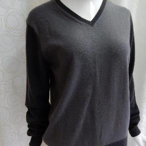 Uniqlo Pullover S, grå 2-toner. 100% cashmere, brugt 1-2 gange, stort set som ny