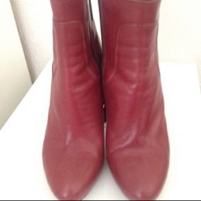 Flotte støvler i god stand Hæl 11 cm, plateau 2 cm