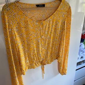 Sælger denne fine skjorte, da den dsv aldrig er blevet brugt... kom gerne med bud :)