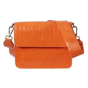 Sælger min fine hvisk taske da jeg ikke rigtig har brugt den.. der er ingen brugsting overhovedet! Den er som ny 🌸  Nypris : 449