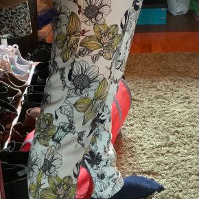 Jacqueline De Yong bukser