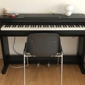 Jeg flytter til noget mindre og har derfor desværre ikke plads til keyboardet. Køber bærer ned fra 1. sal. 🎼🌸