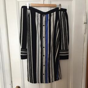 Off shoulder kjole, købt på InTheStyle. Brugt få gange