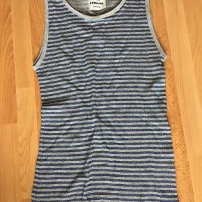 Helt ny stribet top med glimmer i sølv/blå, købt for stor, desværre.