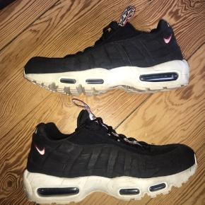 Nike Air Max 95 - Special Edition//BLACK&WHITE   Elsker de har sko, men de er desværre for små til mig. Jeg har ikke set andre i DK med denne model.