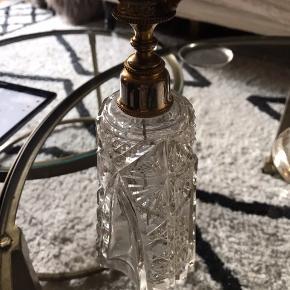 Smuk antik parfume flaske.  Ingen skår eller andet.  21 cm