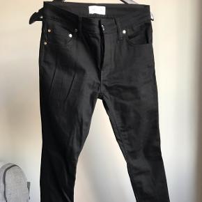 Størrelse 31 AJL jeans i sort. Kan desværre ikke passe dem. De er kun prøvet på.  Nypris: 900 kr.