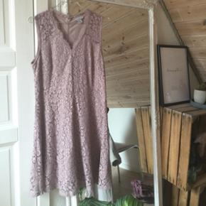 sælger denne smukke kjole som kun er blevet brugt til galla en gang 😻 str m køber betaler fragt 😜🌻