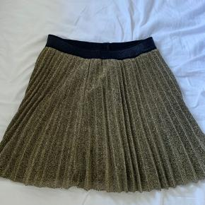 Neo Noir nederdel, næsten som ny... Sælges for 120 inkl. fragt