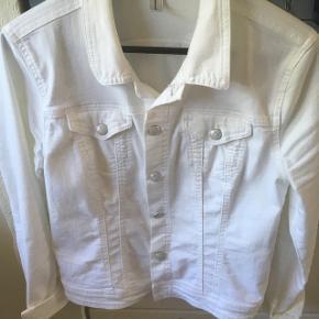 Hvid cowboyjakke - brugt få gange.. Fra dette forår 🌺
