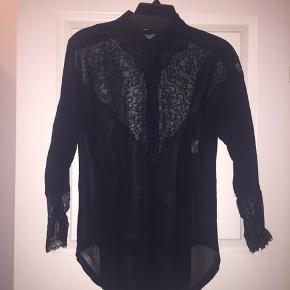 Fin skjorte med blonder. See through sort. Størrelse s/m/36. Købspris 899,-
