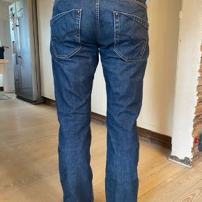 Diesel jeans model Krooley. Brugte men fejler intet.  Byttes ikke.