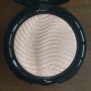 Make Up For Ever - Pro Light Fusion Undectable Luminizer i farven nr. 1. Aldrig brugt. Np. 335 kr.  OBS. Da jeg er stoppet i Sephora, sælger jeg ud af min samling. Alt makeup jeg sælger er 100% ægte.