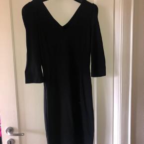 Super flot tætsiddende kjole