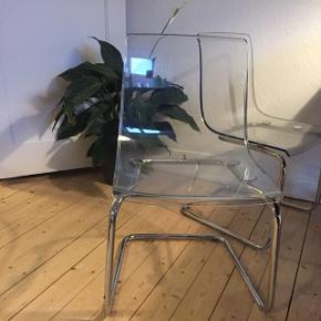 Har 3 af disse stole. De har en del ridser, og er ikke gjort rent. De sælges derfor meget billigt.