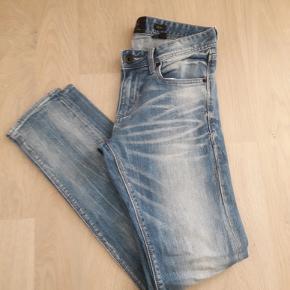 W31/L32. Lækre cowboybukser. Kun brugt få gange. Skinny model. Længde 32.