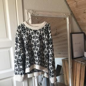 DET' FORÅR... men man ved aldrig med Danmark, så hold varmen i denne lækre strikketrøjeStr L Køber betaler fragt 😜🌻