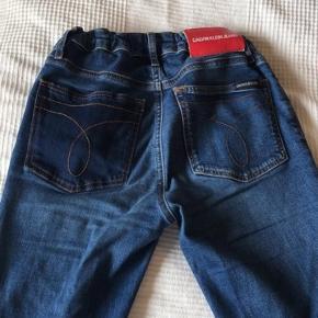 💙💙 - Heyyy, jeg sælger mine Calvin Klein bukser, som går lidt ud i enden.  - De er en st. 176 som ca. svarer til en lille XS