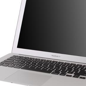 """Macbook air 13"""" Early 2014, 1,4 GHz, 4GB og 250GB SSD.  Har et par skrammer, men virker glimrende.  Spørg efter billeder.  BYD - forbeholder mig retten til kun at sælge hvis rette bud kommer."""