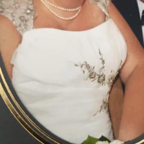 Rigtig flot brudekjole fra Panayotis. Nypris 16000 kr.